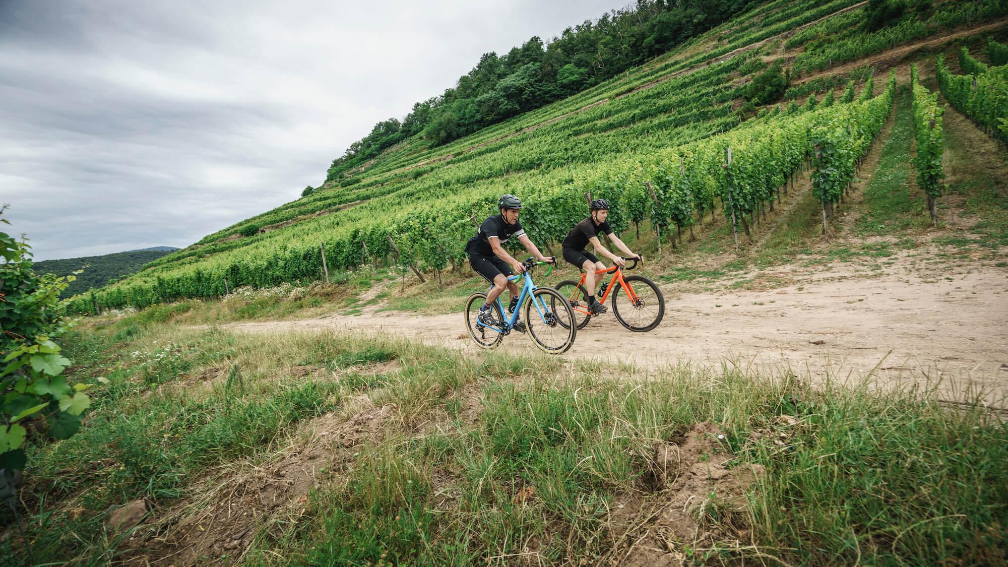 Gravel biciklik suhannak a domboldalon