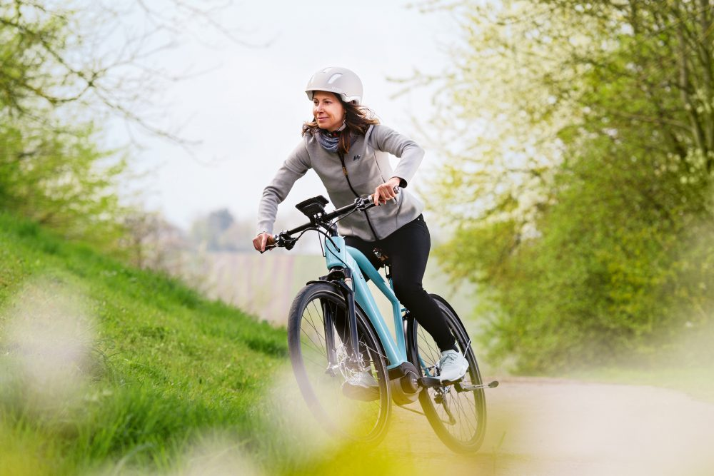 Bosch SmartphoneHub_woman biker